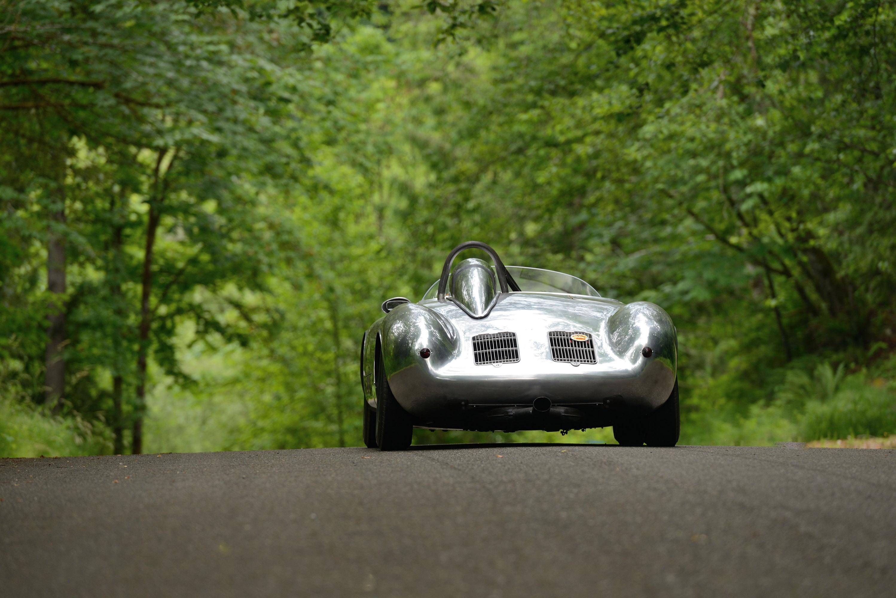 Его гоночная карьера также отмечена многочисленными достижениями и победами. После соревнований в европейских гоночных чемпионатах 550A-0141 был возвращен Porsche KG, искусно восстановлен, а затем продан дилеру Connecticut Porsche и гонщику Гарри Бла