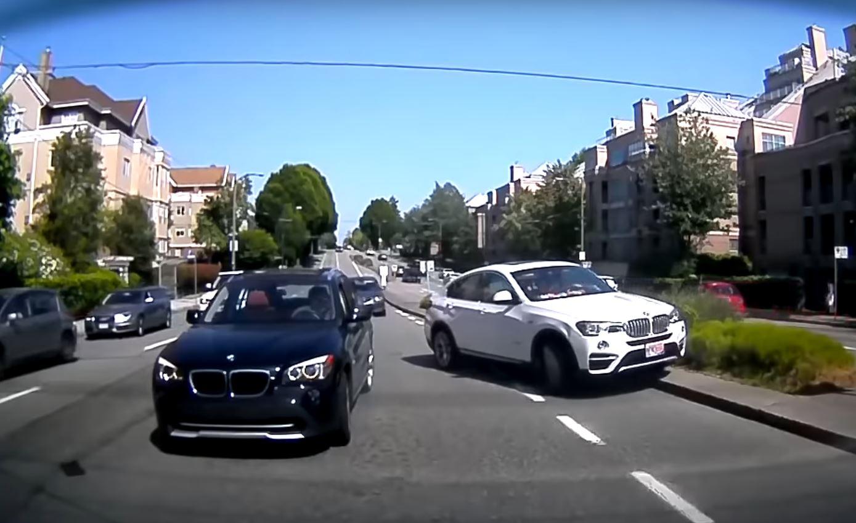 Здесь BMW врезается в BMW и фактически подлетает в воздух – всё это еще раз демонстрирует, как неустойчивы внедорожники.