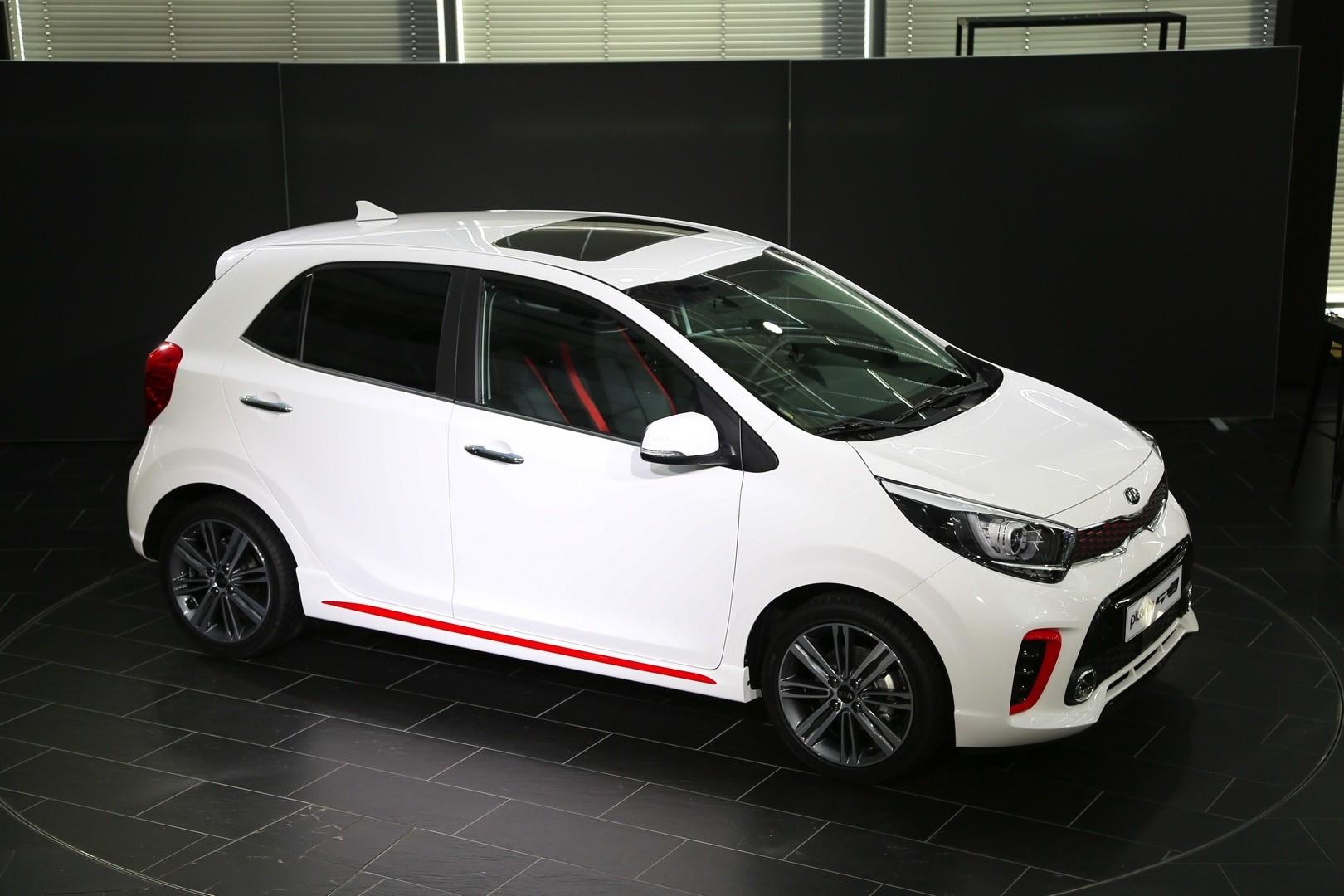 Но Kia может предложить жизнеспособную альтернативу, не столь мощную, но все же с турбонаддувом и оснащенную довольно привлекательным кузовом.