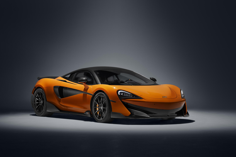 600LT включает представляет собой философию бренда по производству легкого супер-спортивного автомобиля, который предлагает самые экстремальные характеристики. Суперкар оснащен 3,8-литровым двигателем V8 с двойным турбонаддувом и выхлопной системой с