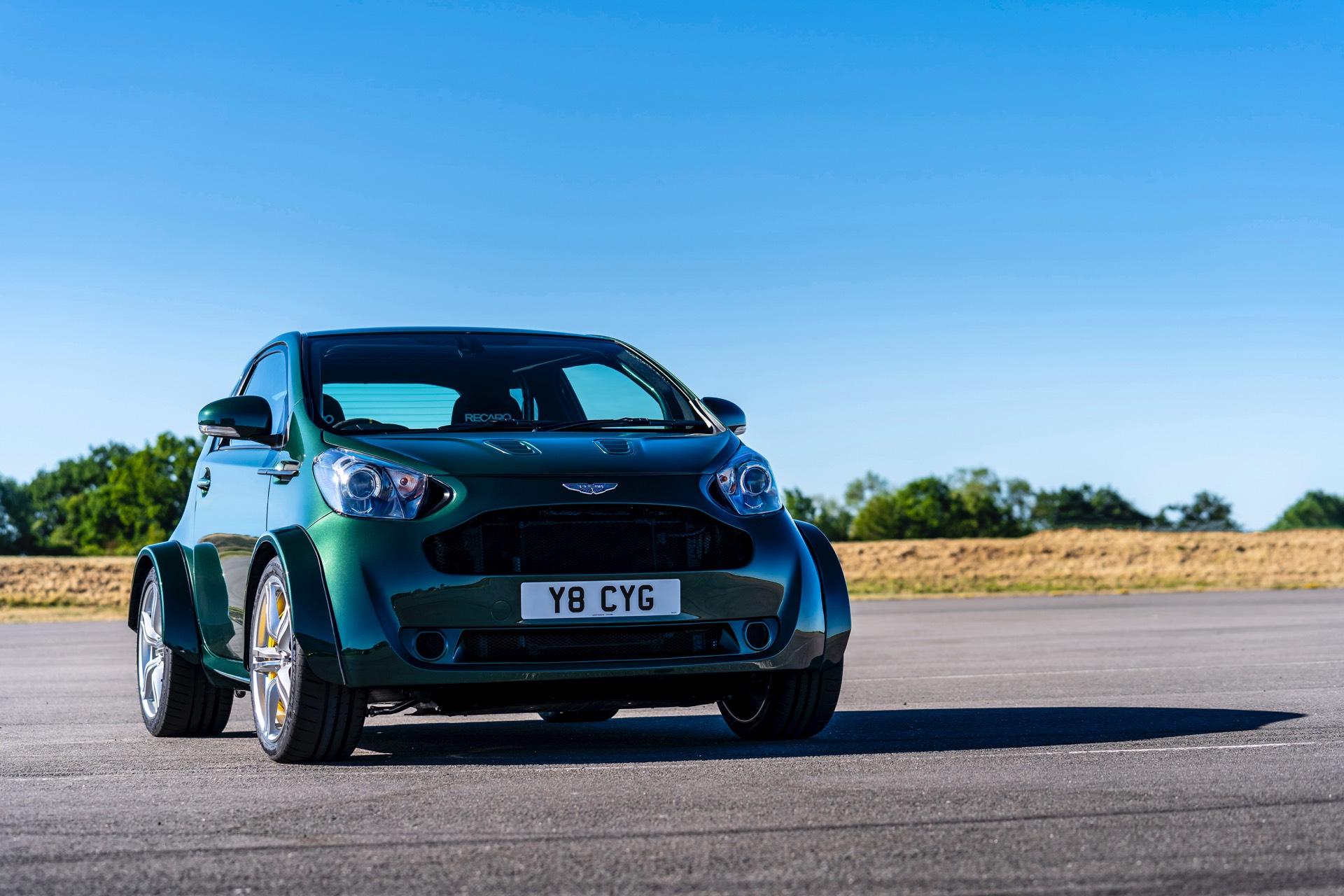 Toyota iQ когда-то был ответом Aston Martin на проблему с выбросами. Тем не менее, у него были низкие продажи, что мешало развитию второго поколения. Один из клиентов Aston Martin в полной мере воспользовался услугой «Q by Aston Martin - Commission»,