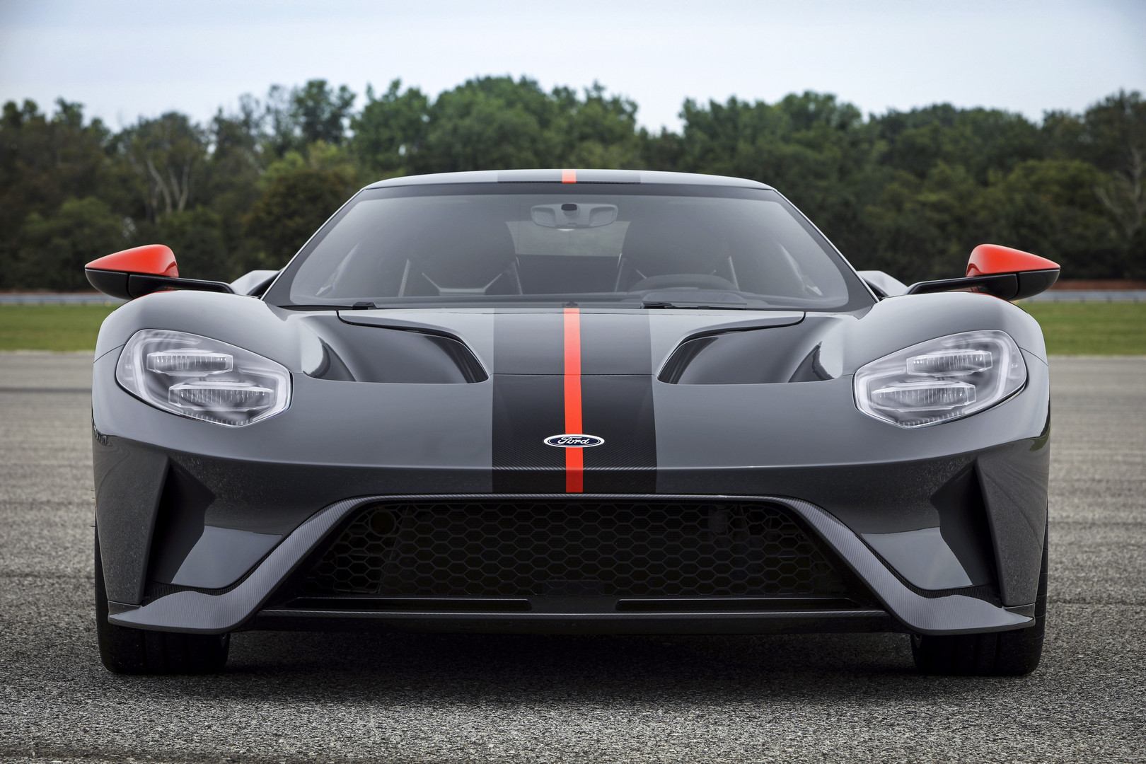 На этой неделе официально был анонсирован 2019 Ford GT Carbon Series.
