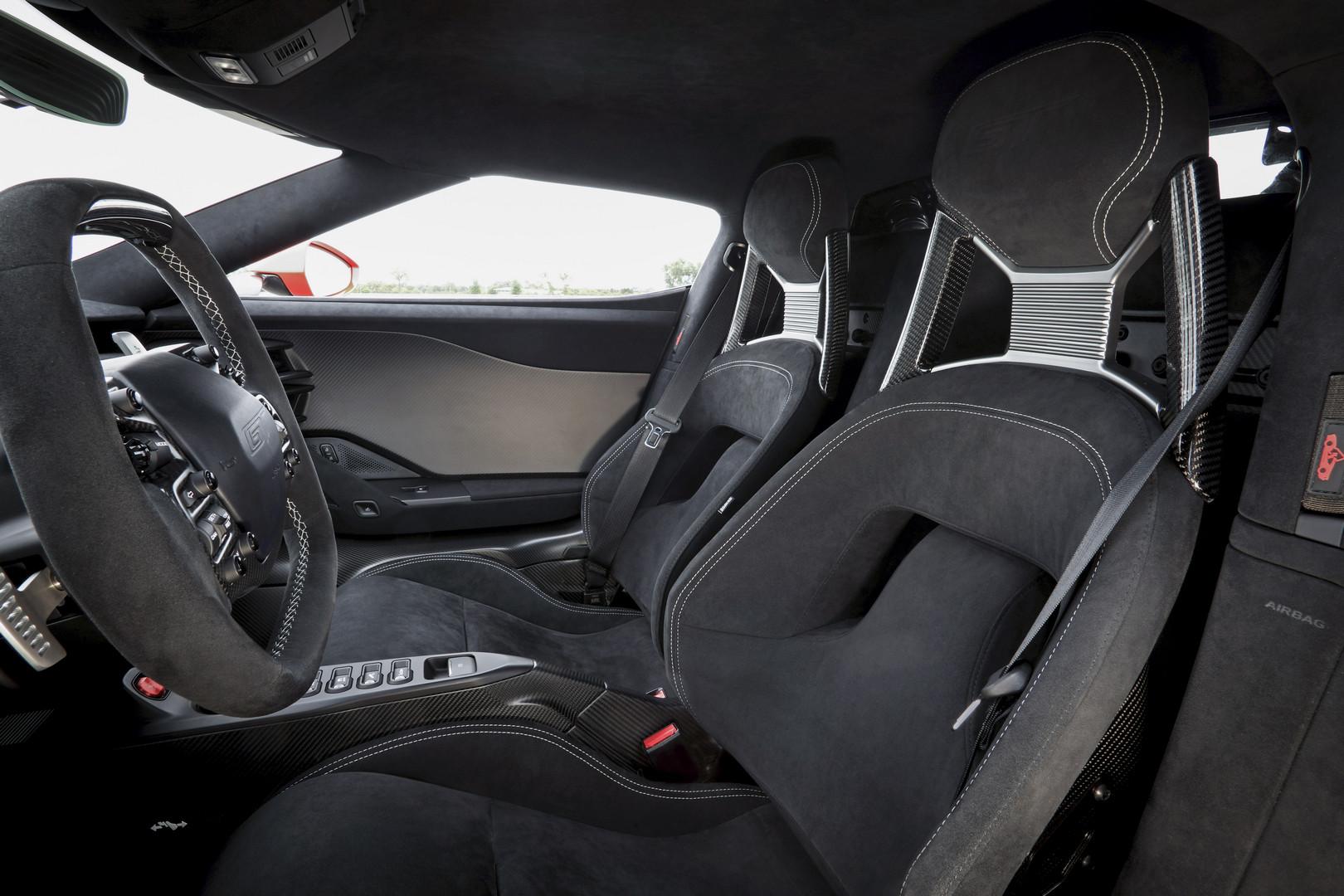 Ford GT был распродан с момента его первого объявления. Тем не менее, Ford объявил несколько недель назад, что планирует произвести еще 350 экземпляров, помимо 1000, которые уже были распроданы. Те, кто уже находится в очереди на получение Ford GT, и