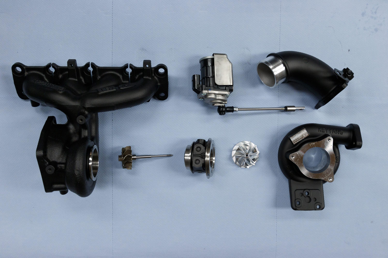 Тем не менее, специалисты TurboZentrum из Берлина решили добавить немного больше «остроты» автомобилю и оснастили азиатского зверя так называемым турбированным пакетом Stage 3 и некоторыми дополнениями, которые в целом увеличивают мощность 2,0-литров