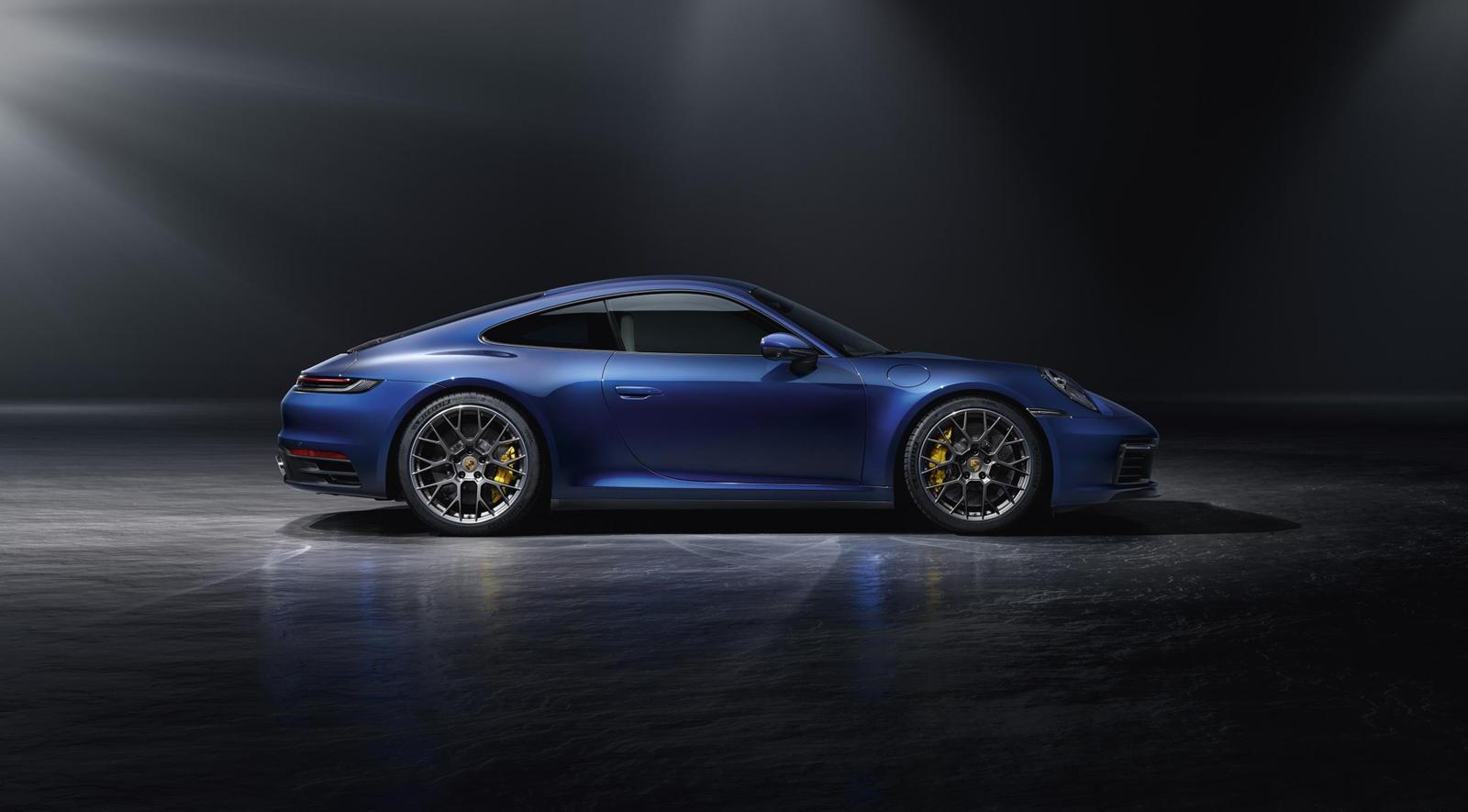 Следуя практике с модельным диапазоном 911, первыми моделями обычно являются стандартные Carrera, в случае 992 первыми мы получили более мощные модели S и 4S.