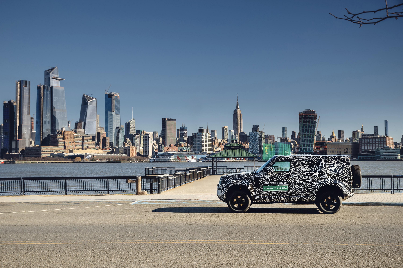 Испытания и всесторонние тестирования уже начались, и команда Land Rover обещает, что последние автомобили будут иметь множество новых функций, улучшенные старые и множество вариантов персонализации. Звучит здорово, правда?