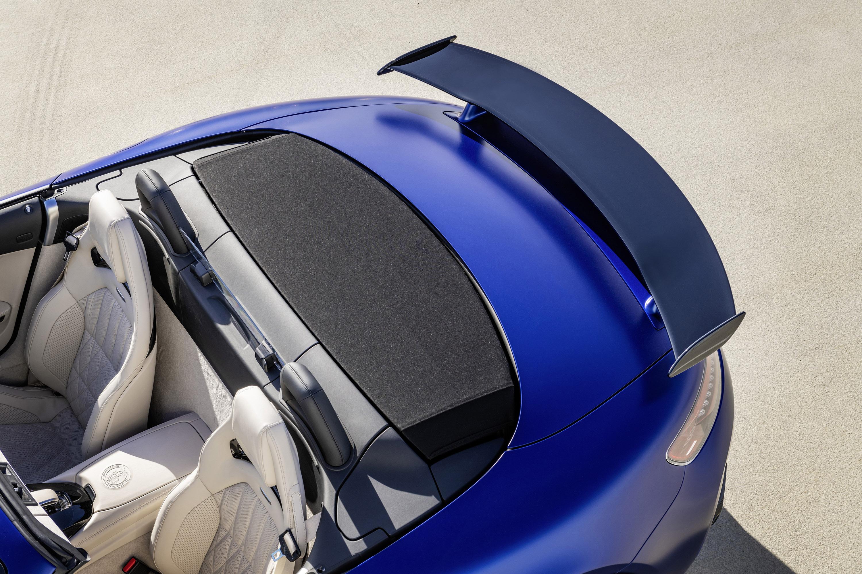 Представляя нам новый родстер AMG GT R. Эта машина чувствует себя как дома как на треке, так и на прибрежных дорогах.