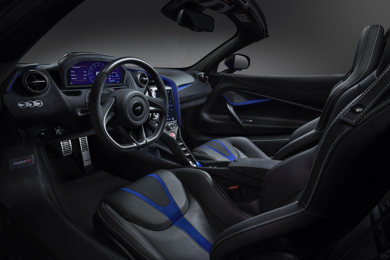 Оно хорошо сочетается с карбоном в задней части автомобиля и карбона на крыше и порогах. Компоненты из углеродного волокна также включают диффузор и B-стойки, в то время как другие опции поставляются со спортивным выхлопом и опциональным комплектом S
