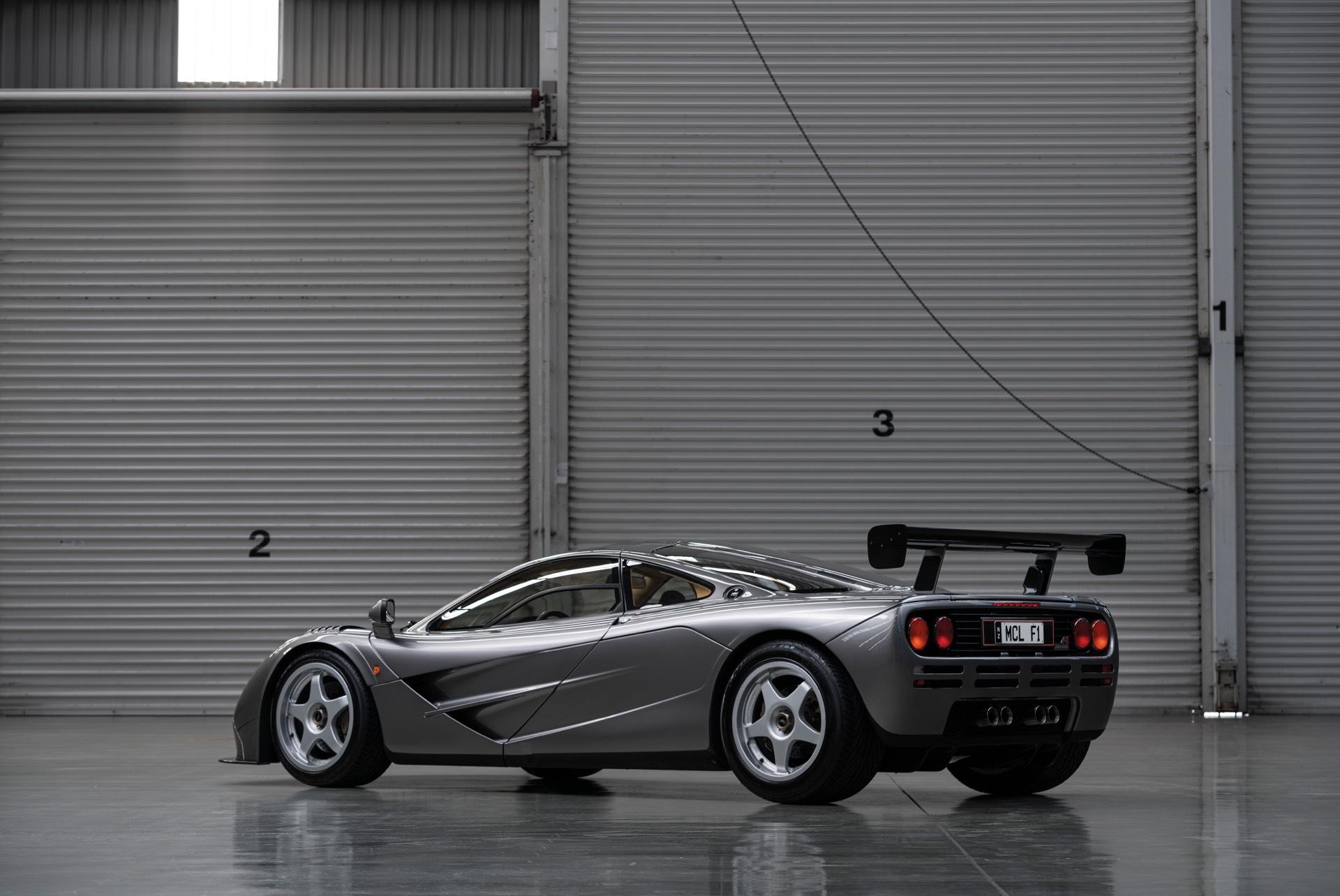 Конечно, спецификация LM не уникальна для этих двух автомобилей. Пять «настоящих» LM были построены в честь пяти GTR McLaren F1, которые соревновались и закончили 24-часовую гонку Ле-Мана в 1995 году. Эти автомобили вряд ли попадут на аукцион в ближа