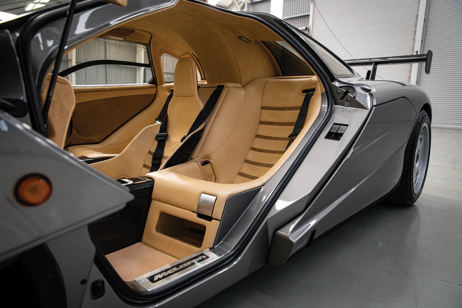 Цена молотка представляет собой новый рекорд для McLaren на аукционе, хотя и не соответствует общему рекорду британского автомобиля. Он остается за Aston Martin DBR1 RM Sothebys, проданным в 2017 году.