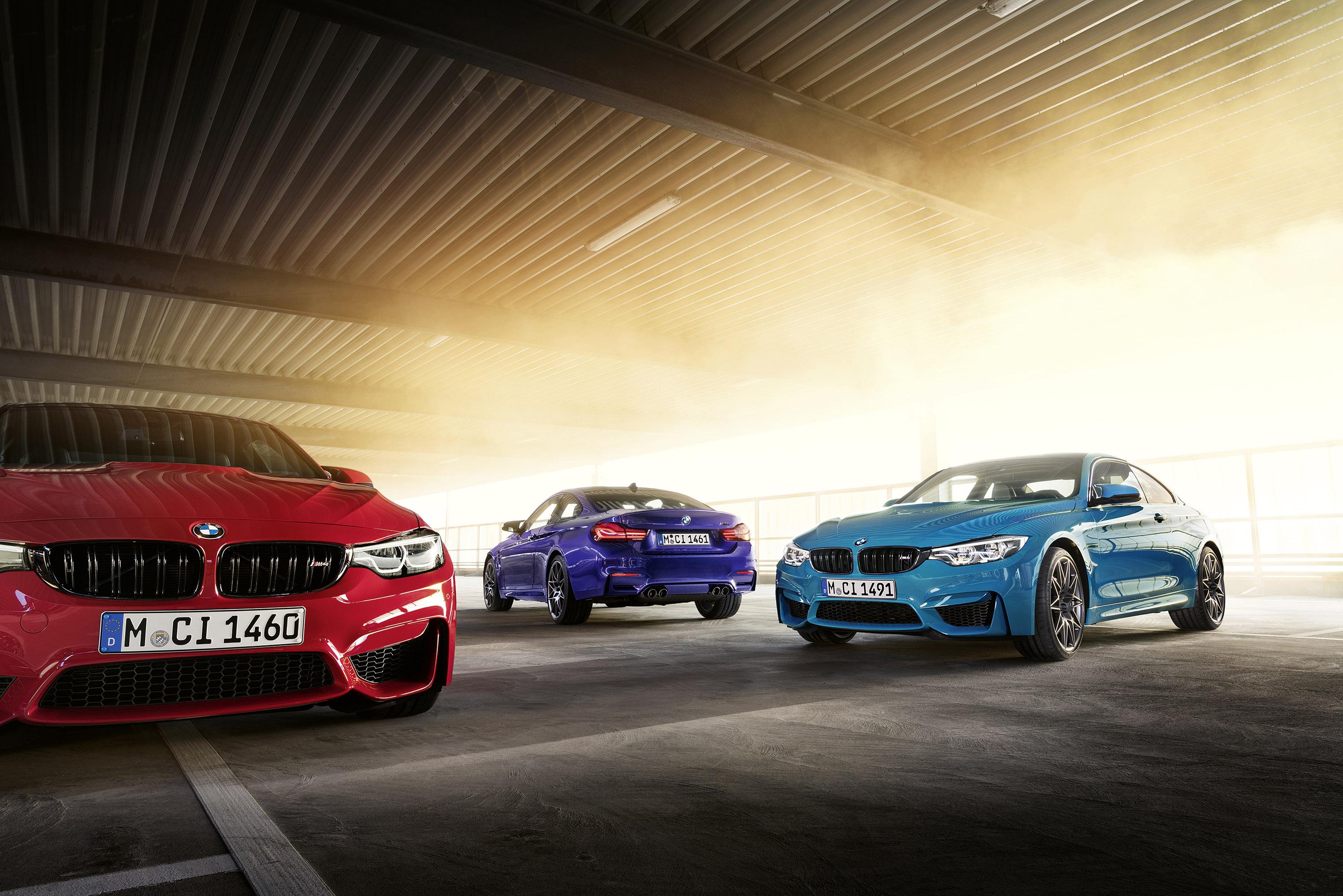 С точки зрения интерьера, BMW M4 Heritage Edition получает эксклюзивный выбор цветов и материалов.