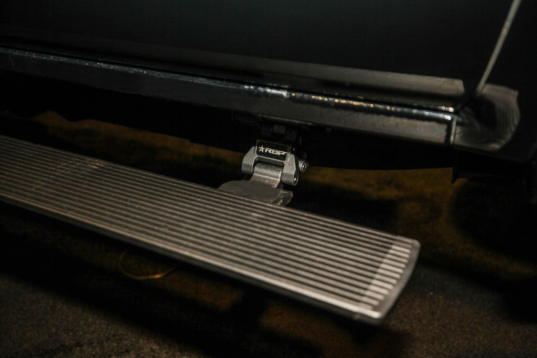 Кроме того, были установлены бамперы Fusion спереди и сзади, а оболочка Leer обеспечивает достаточно места для безопасного хранения инвалидной коляски и оборудования. Внедорожник также получил модификации производительности в соответствии со своим ст