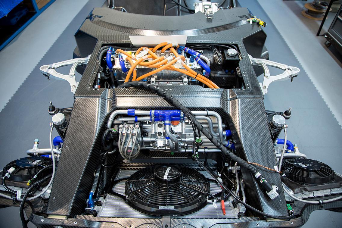 Aspark Owl стремится стать самым мощным электромобилем. В системе используются четыре электрических двигателя с общей мощностью системы 2 012 л.с. Крутящий момент составляет 2000 Нм, что делает Owl в три раза более мощным, чем машина Формулы Е.