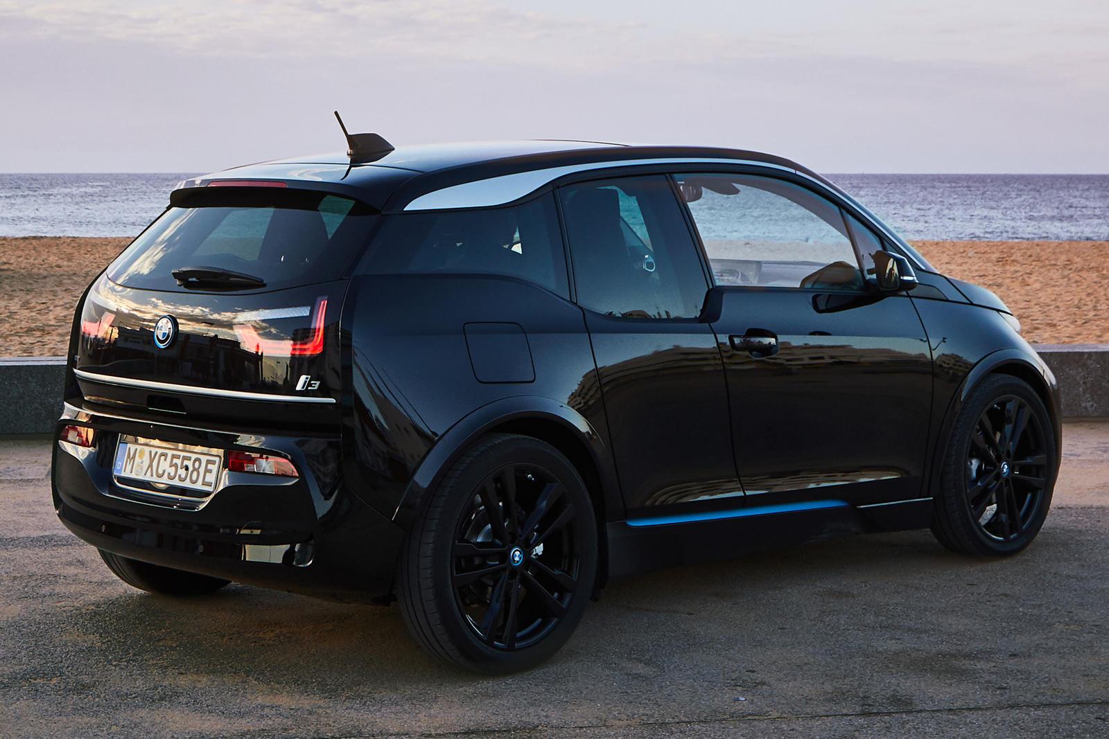 Представитель BMW в Северной Америке Том Плуцинский заявил Green Car Reports, что i3 REx останется в продаже «в обозримом будущем», назвав комментарии Фраймана скорее эзотерическими, чем конкретными.