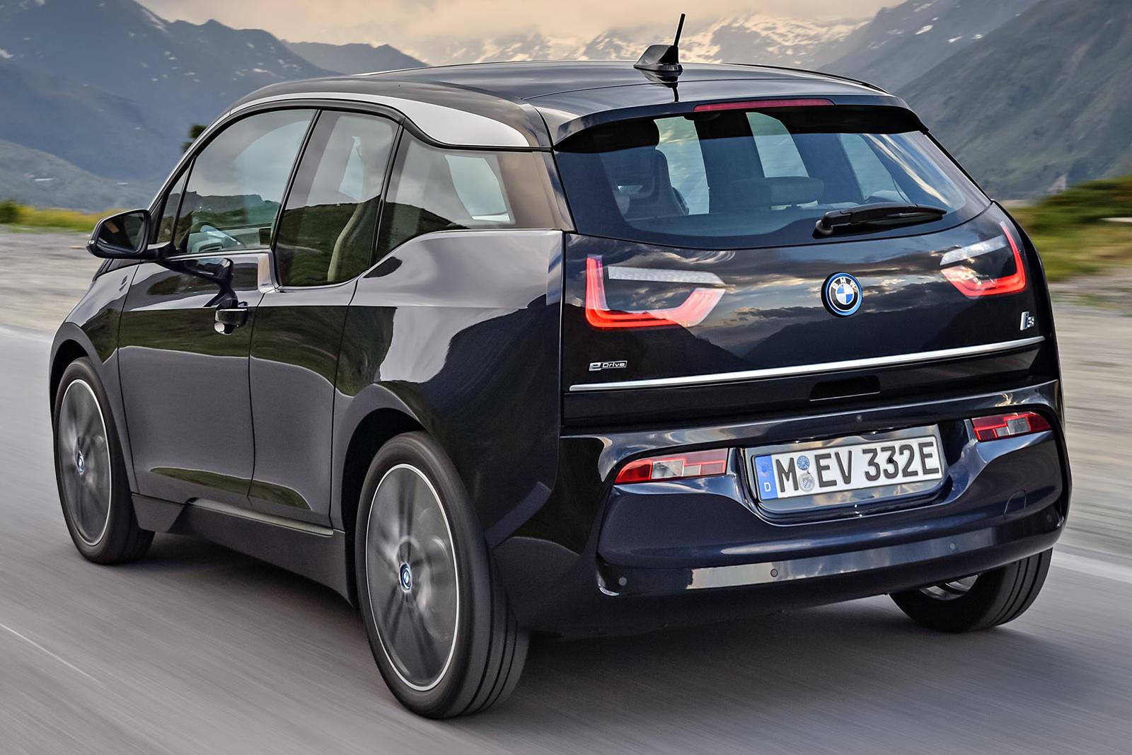 «I3 REx (как он обозначен) не имеет будущего» - сказал менеджер по электронной мобильности BMW Ян Фрейманн. И причина, проще говоря, заключается в быстром улучшении технологии батарей.
