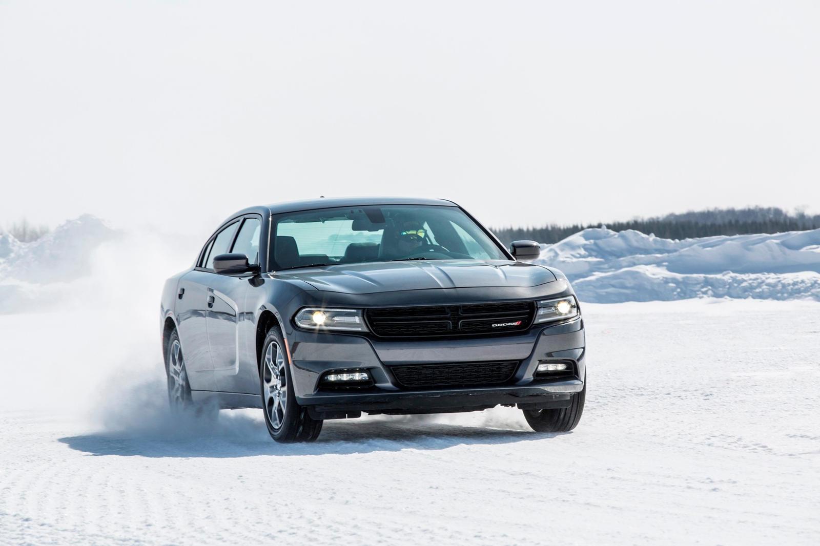 Ранее только Charger SXT предлагал AWD, предоставляя покупателям только один вариант для зимних автомобилей с четырьмя дверями.