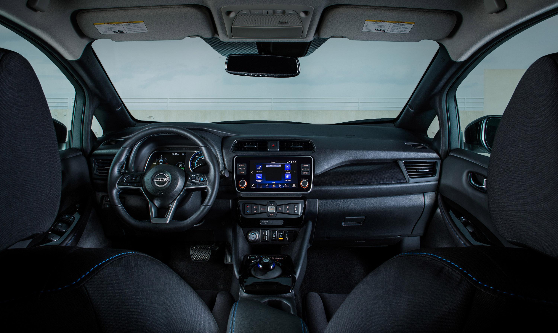 И вот уже в 2020 модельном году известный бренд представляет новую версию LEAF с дополнительными функциями безопасности и комфорта, включая стандартную технологию Nissan Safety Shield 360. Кроме того, новые модели оснащены 8-дюймовым цветным сенсорны