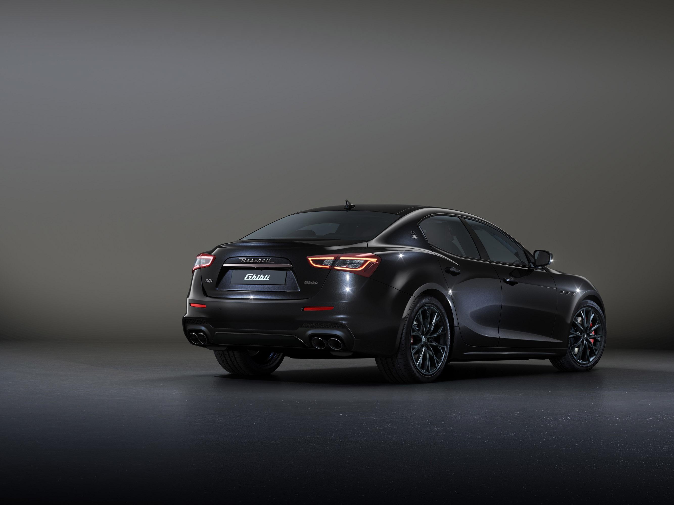 Дополнительные функции Maserati GranSport для модели 2020 года включают в себя стандартные двери с мягким закрыванием и рулевое колесо с подогревом, а также многочисленные вспомогательные технологии для водителя с предупреждением о столкновении в пря