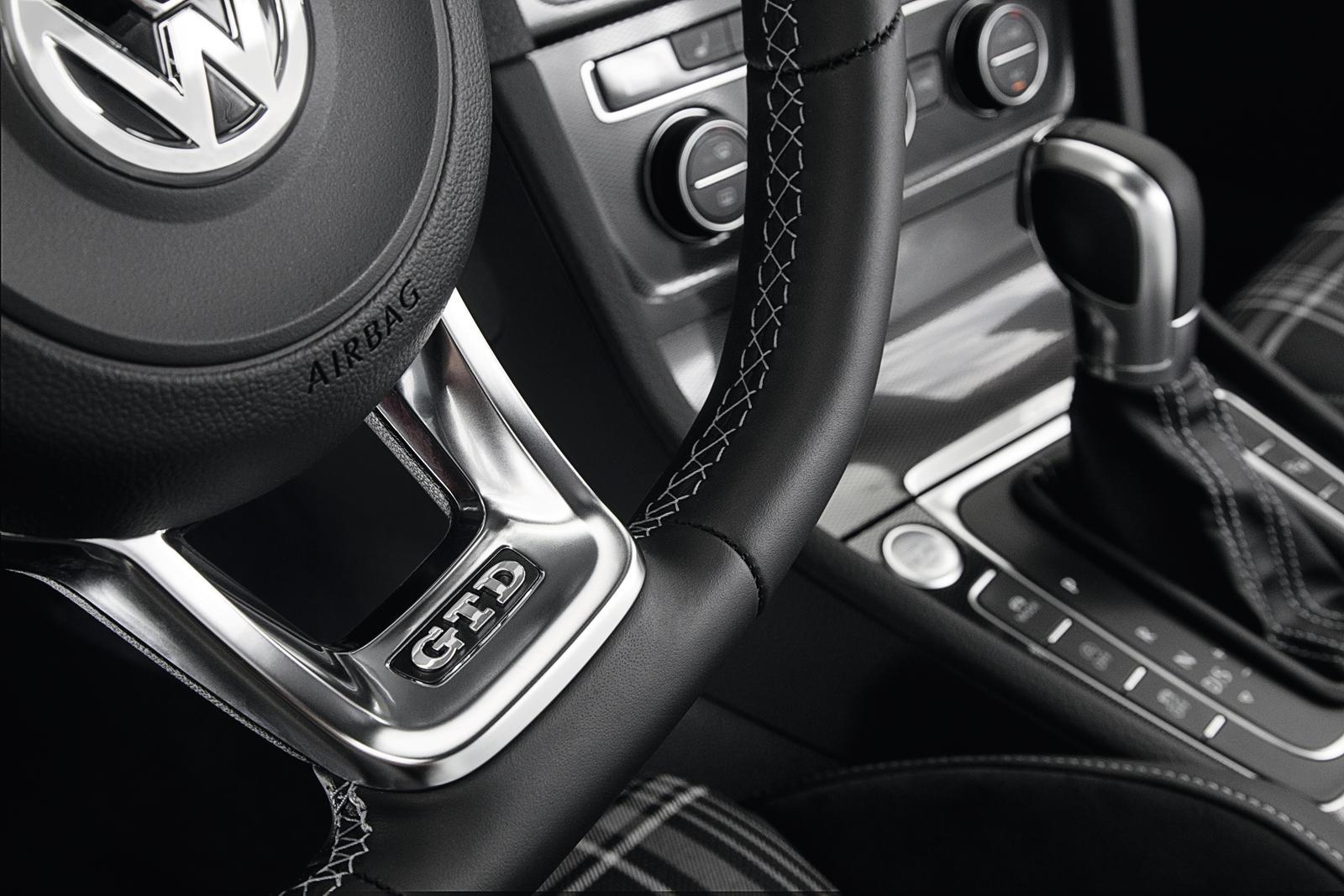 Но это все в прошлом, поскольку VW готовится к запуску ряда совершенно новых, полностью электрических транспортных средств, начиная с кроссовера ID.3. VW ID.4 дебютирует в апреле этого года в Нью-Йорке. Однако, прежде чем это произойдет, VW привезет