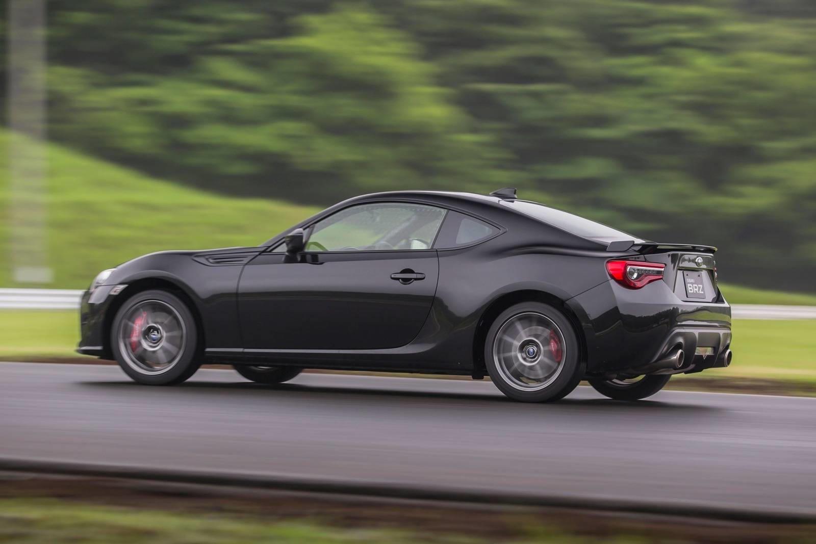 На прошлой неделе новая ограниченная серия Toyota 86 Black Limited была выпущена в Японии как дань уважения Toyota AE86 Black Limited, что вызвало слухи о том, что производство модели текущего поколения скоро закончится. Производство было начато еще