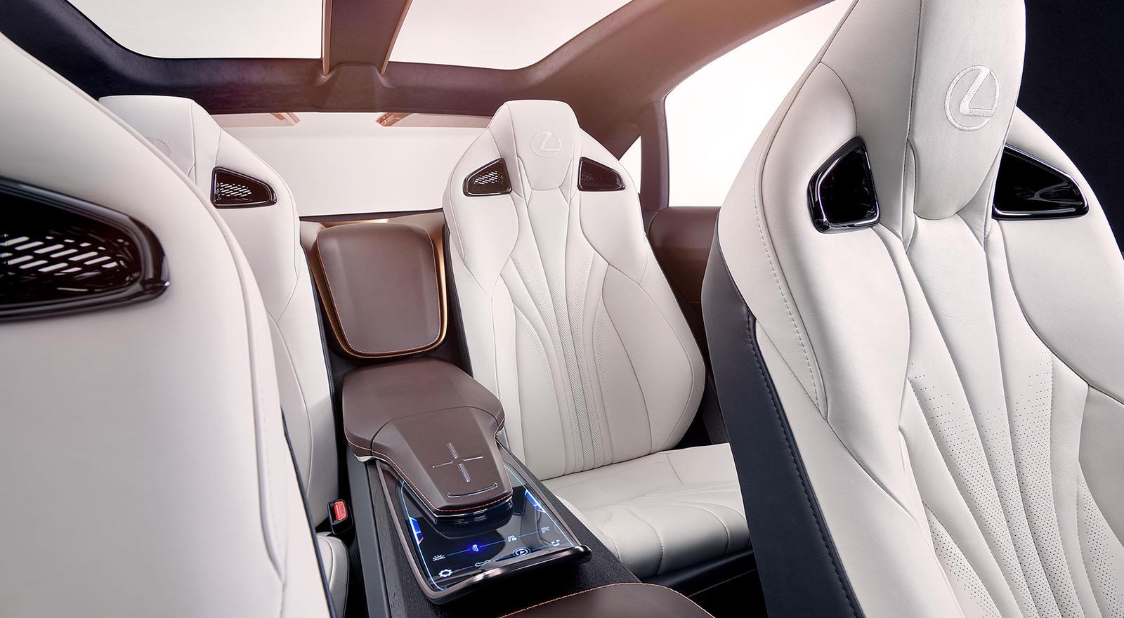 Если Lexus действительно получит возможность создать модель F-исполнения - и мы ожидаем, что это произойдет, учитывая абсурдную популярность кроссоверов на сегодняшнем рынке новых автомобилей - он может получить превосходный V8 с двойным турбонаддуво