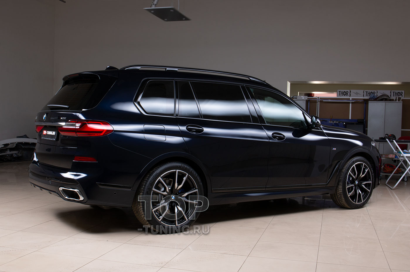 103363 Полная оклейка кузова BMW X7 (Карбон Шварц)