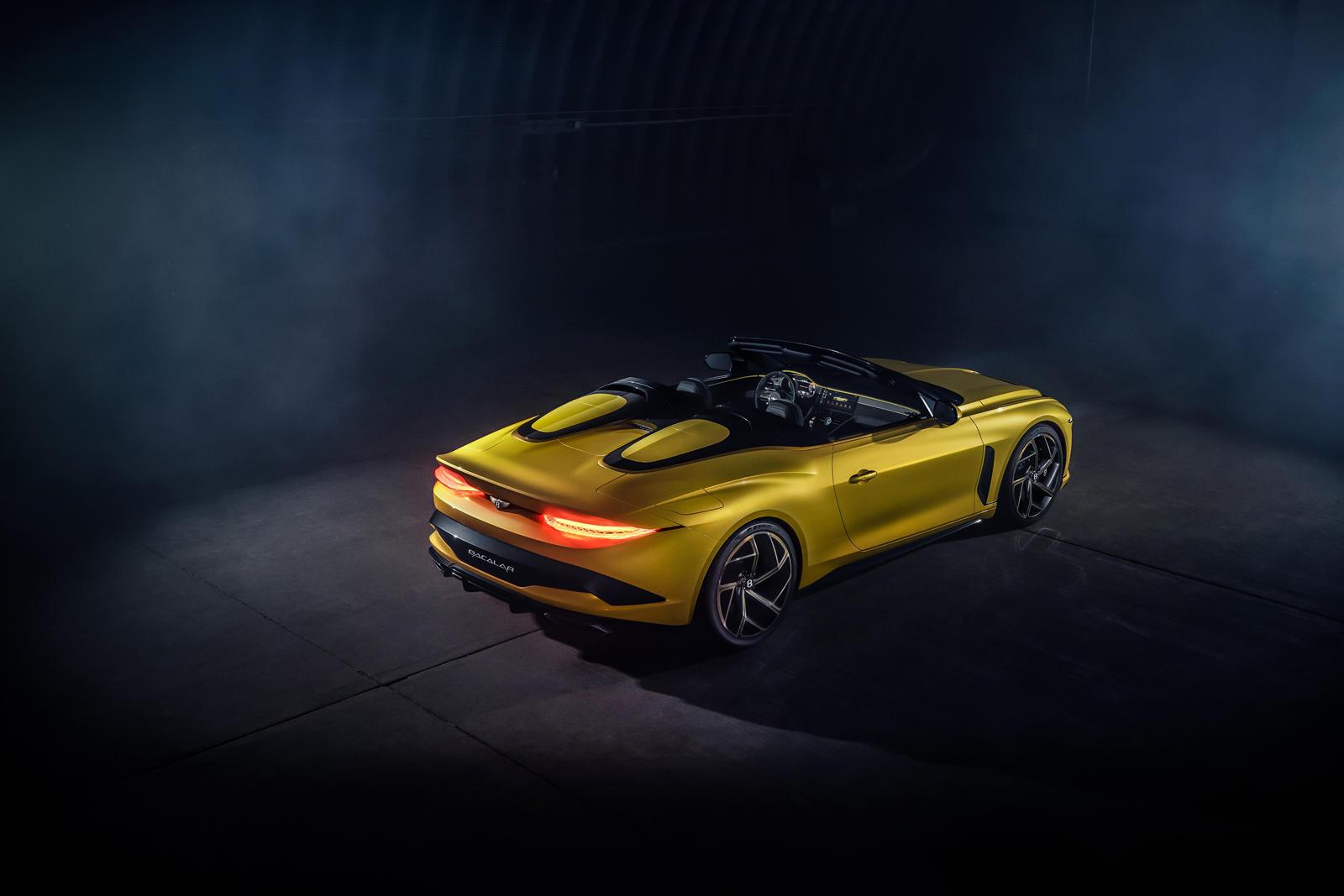 Победителем в конкурсе на дизайн стал некто, известный просто как Элеонора, а ее творение в стиле радуги выбрал Стефан Силафф, директор по дизайну Bentley. Это определенно Bentley Bacalar, не похожий ни на один другой, каждый из семи оттенков идет по