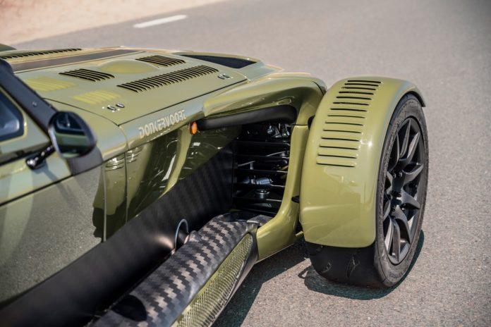 Была разработана новая выхлопная система, позволяющая автомобилю пройти испытания на выбросы EU6D-Temp. Donkervoort даже смог встроить сажевый фильто.