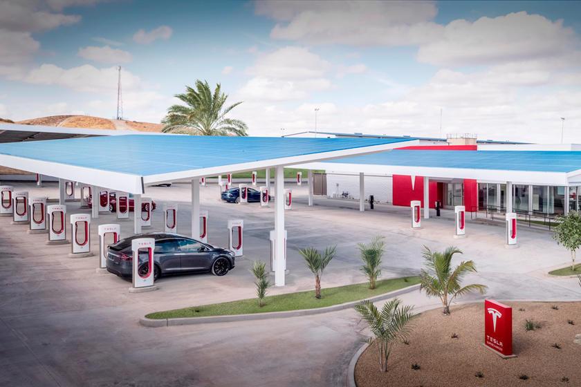 Сеть Tesla V3 Supercharger уже впечатляет, но всегда есть возможности для улучшения. В соответствии с примечаниями, сопровождающими обновление программного обеспечения, автомобили Model S и Model X теперь смогут заряжаться до пиковой мощности до 225