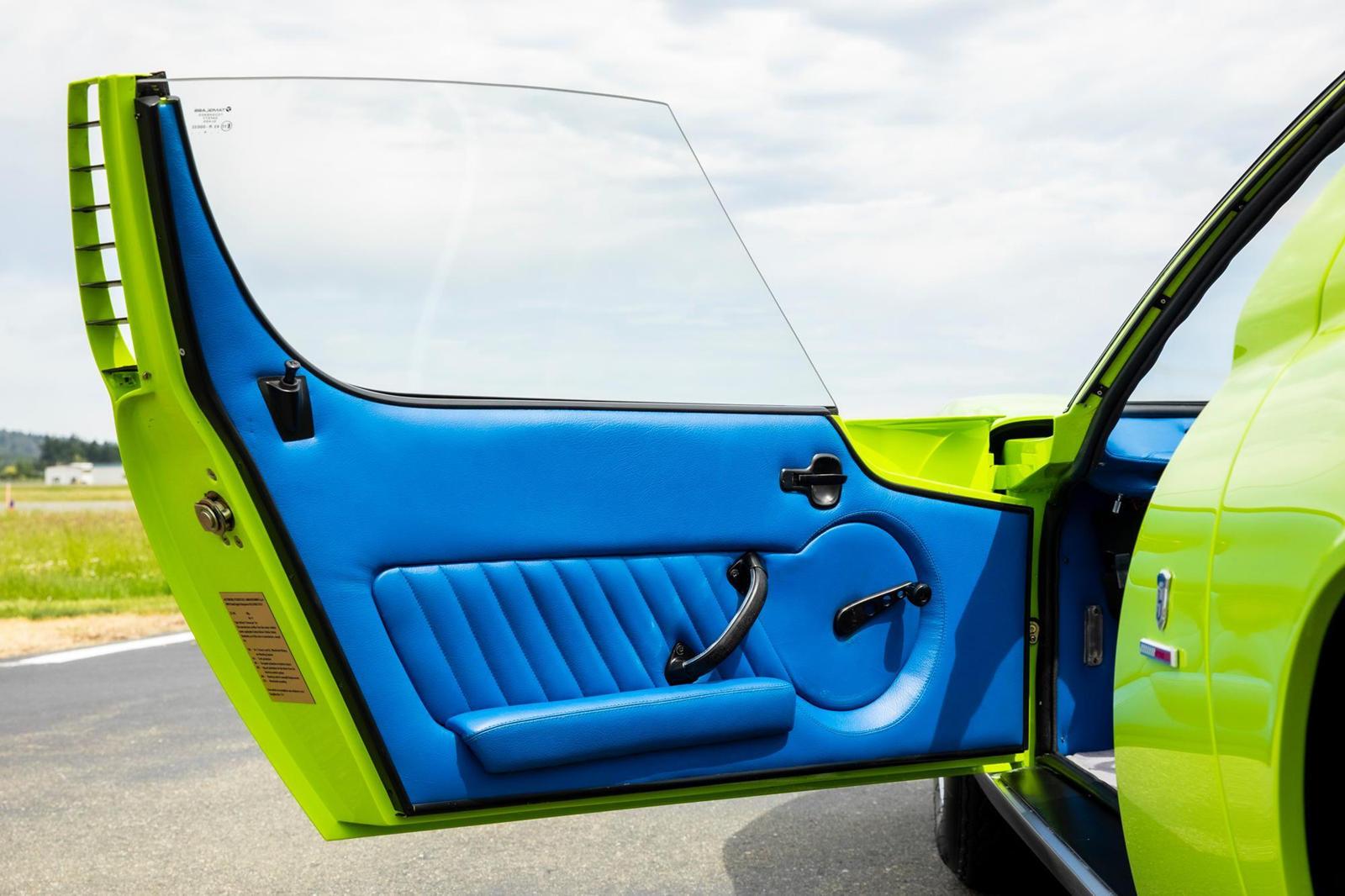 Новаторский Lamborghini Miura - с его среднемоторной конфигурацией и ярким стилем - известен тем, что он приносит мега суммы всякий раз, когда кто-то выставляет его на продажу. В конце концов, было построено менее 800 автомобилей, а производство прек