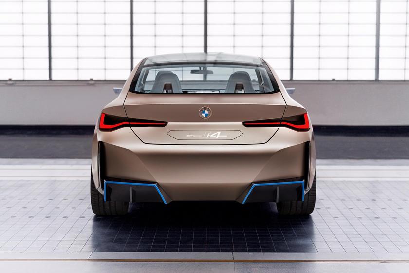 BMW не единственная компания, которая ищет альтернативные решения для рулевого управления. Ferrari подал патент на установленный на сиденье джойстик, в то время как потрясающая новая концепция Hyundai EV от Prophecy также хочет удалить руль в пользу