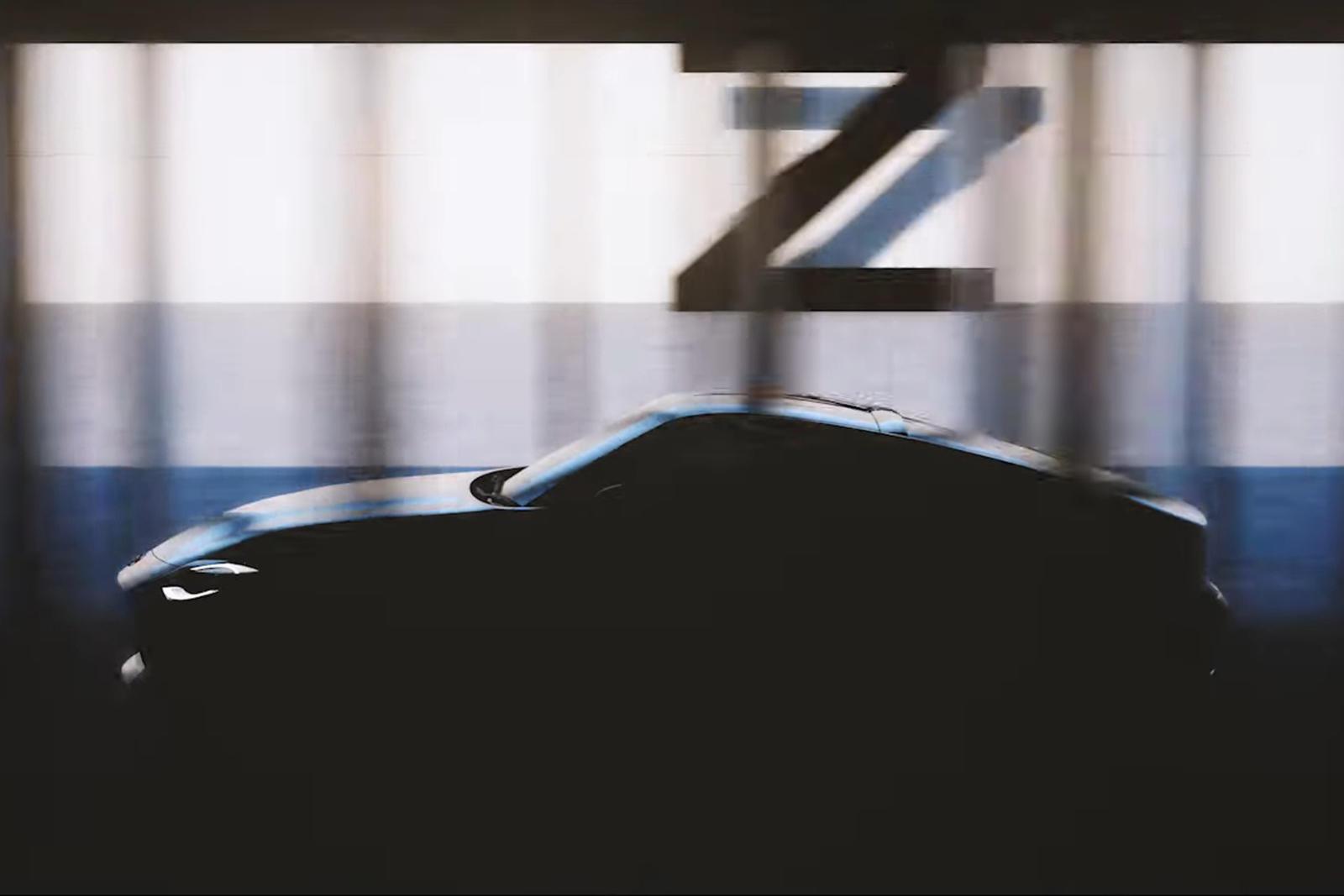 Отчет также подтверждает более ранние слухи о том, что 400Z не будет использовать гибридную мощность, а вместо этого будет полагаться на двигатель V6 с двойным турбонаддувом, производящий около 400 лошадиных сил. Эта силовая установка уже используетс