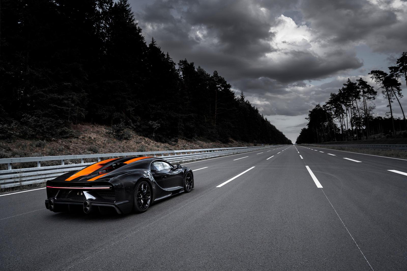 Таким образом, технически он никогда не имел возможности побить рекорд. Несмотря на эту якобы незначительную техническую деталь, Bugatti утверждал, что его гиперкар может ехать еще быстрее. Тем не менее, Джерод Шелби, основатель и генеральный директо