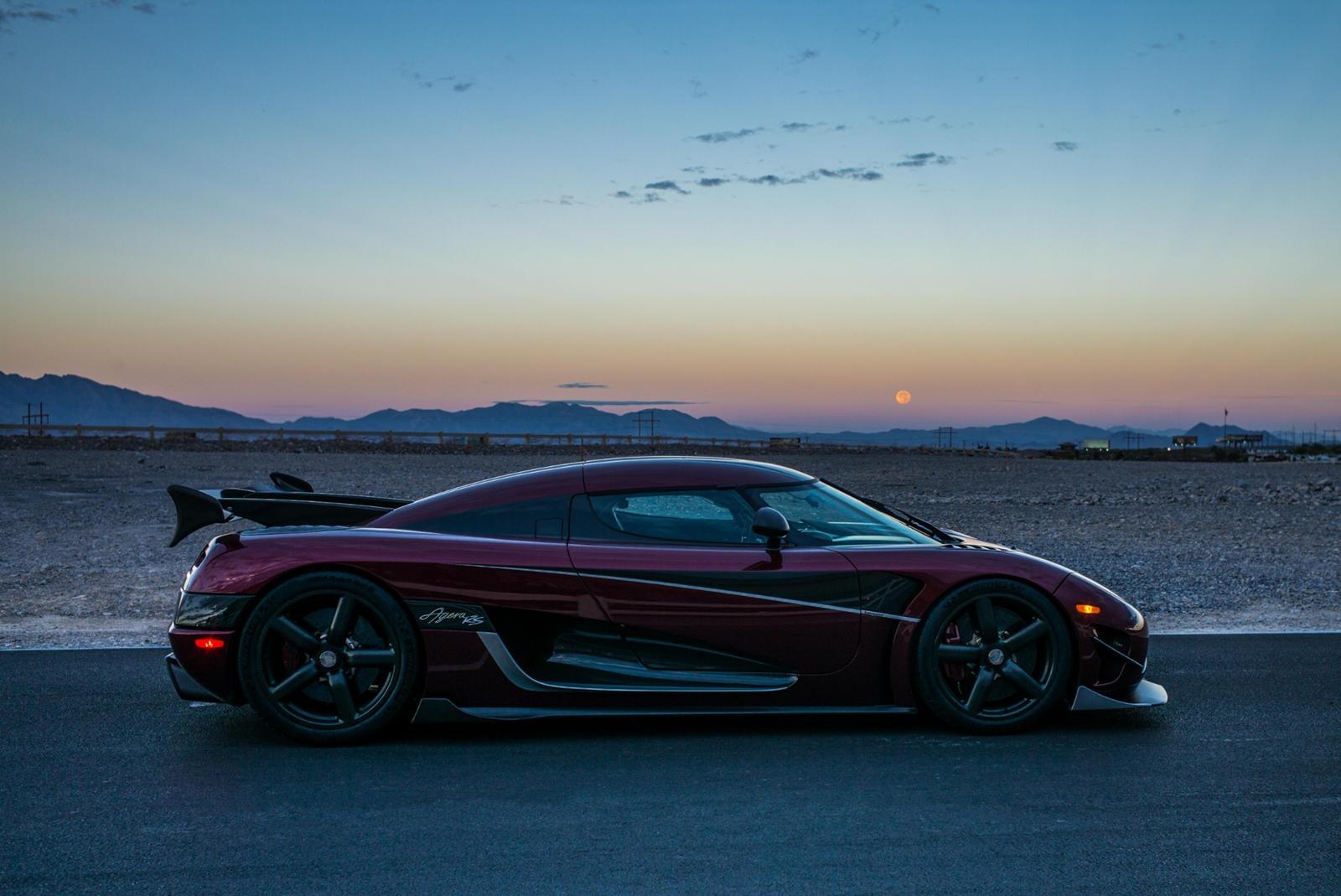 Все мы знаем, что Bugatti умеет устанавливать рекорды максимальной скорости. Во-первых, Veyron побил рекорд, ранее установленный SSC Ultimate Aero. Agera RS от Koenigsegg свергла Veyron до того, как версия Chiron Super Sport побила новый рекорд. Зате