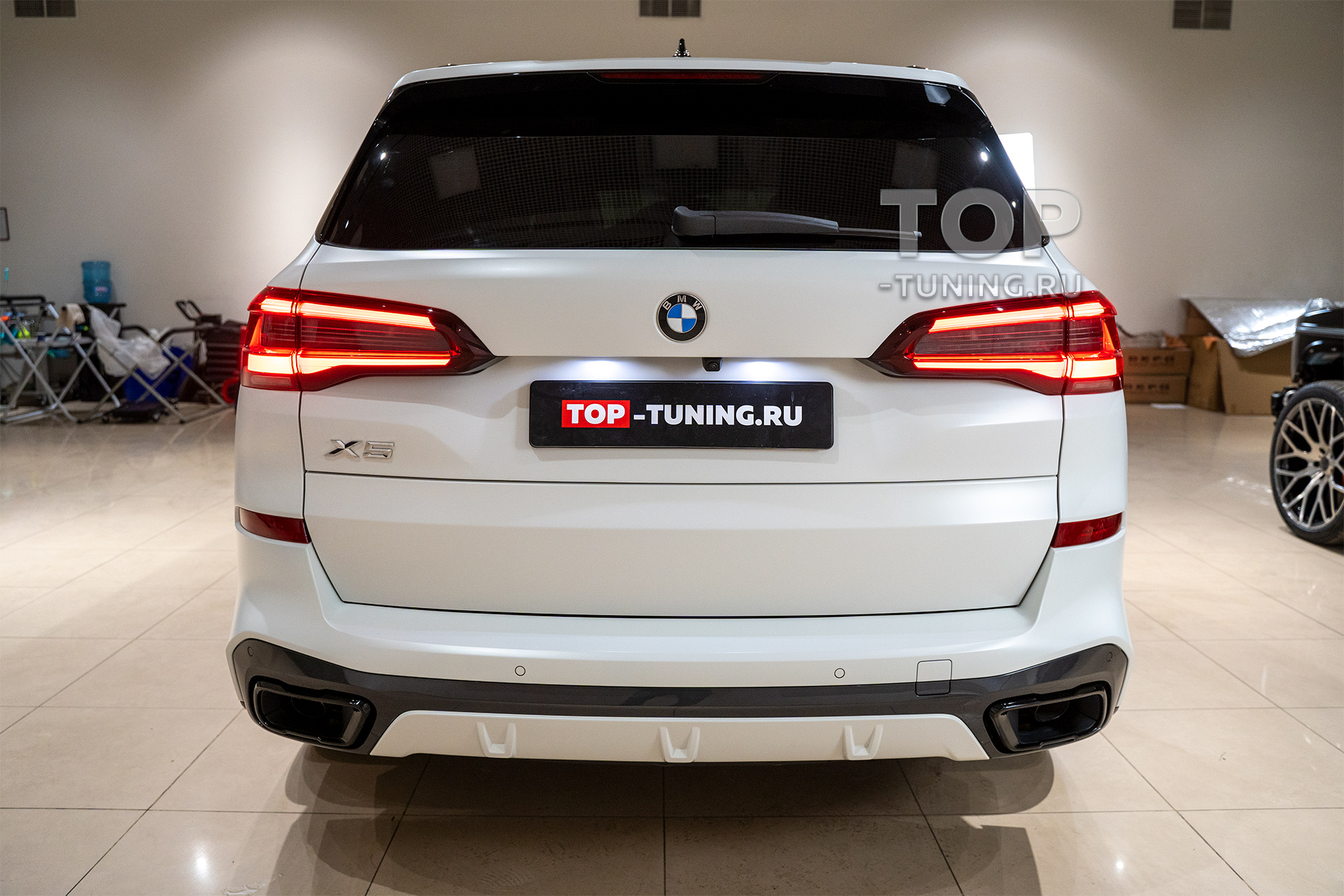 103861 Оклейка кузова BMW X5 матовой бронирующей пленкой