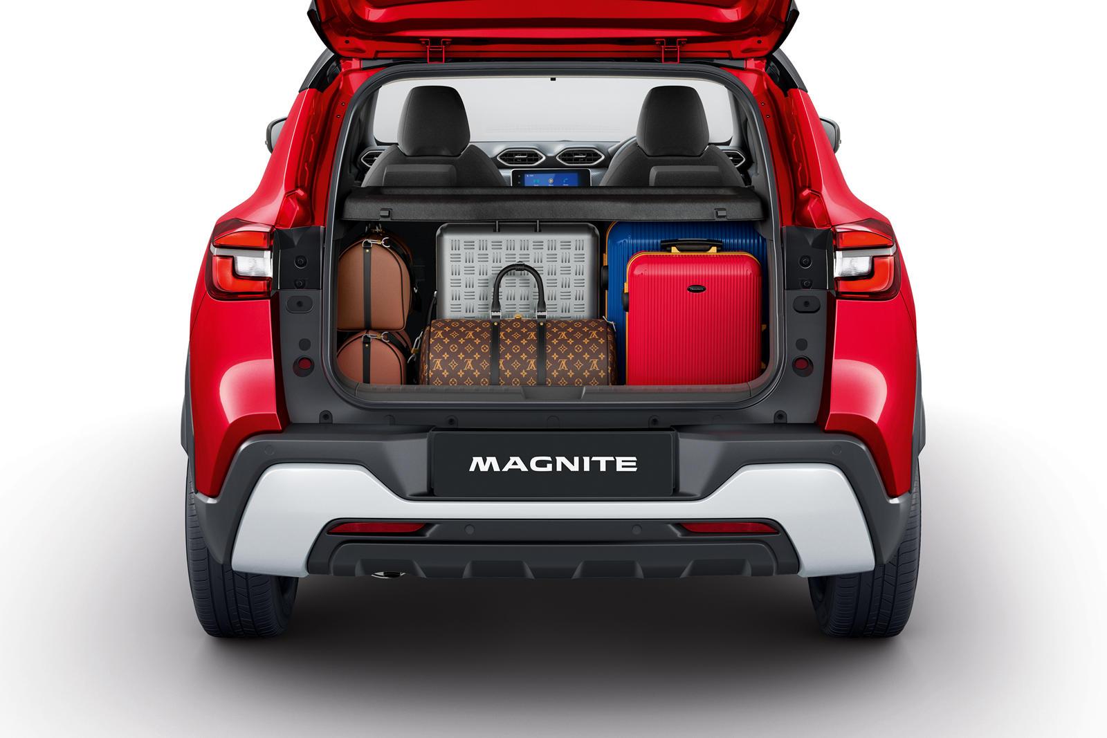 Передние и задние серебряные защитные пластины, квадратные колесные арки и скульптурная облицовка кузова также придают Magnite свежий вид. Доступны девять цветов кузова, включая четыре двухцветных отделки, а в стандартной комплектации предлагаются 16