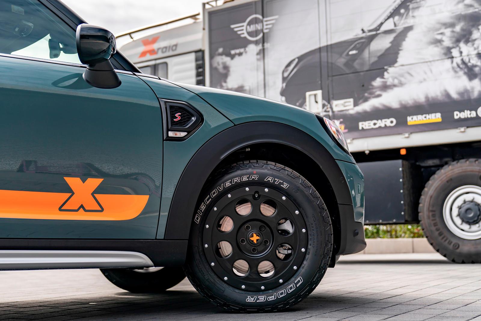 Представляем 2021 Mini Countryman на базе X-raid, новую специальную модель с серьезными обновлениями. Mini тесно сотрудничал с X-raid, чтобы применить свой опыт победы в Дакаре, в серийном автомобиле, который клиенты могут фактически приобрести в дил