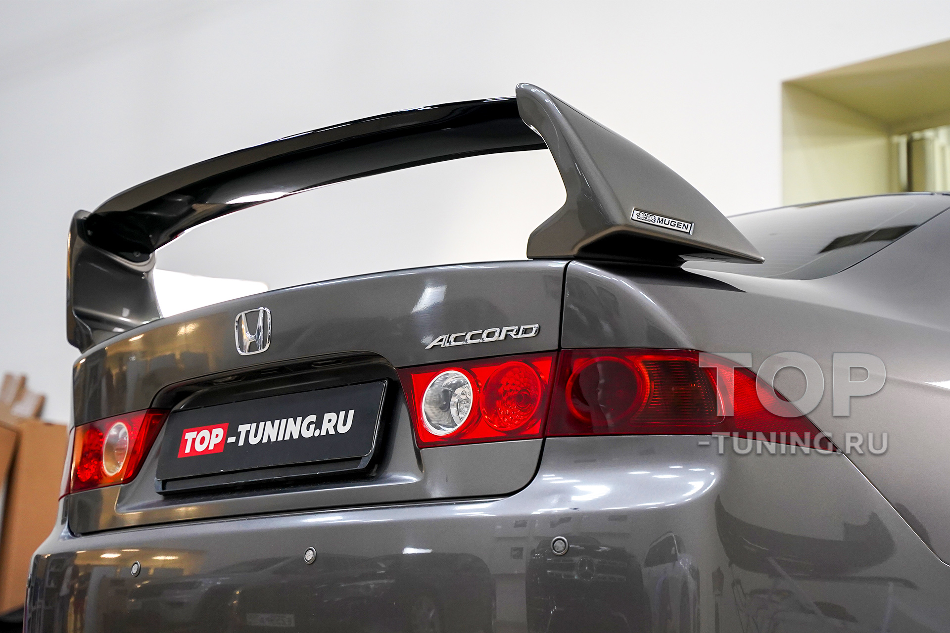 Установка спойлера Mugen на Honda Accord 7 CL