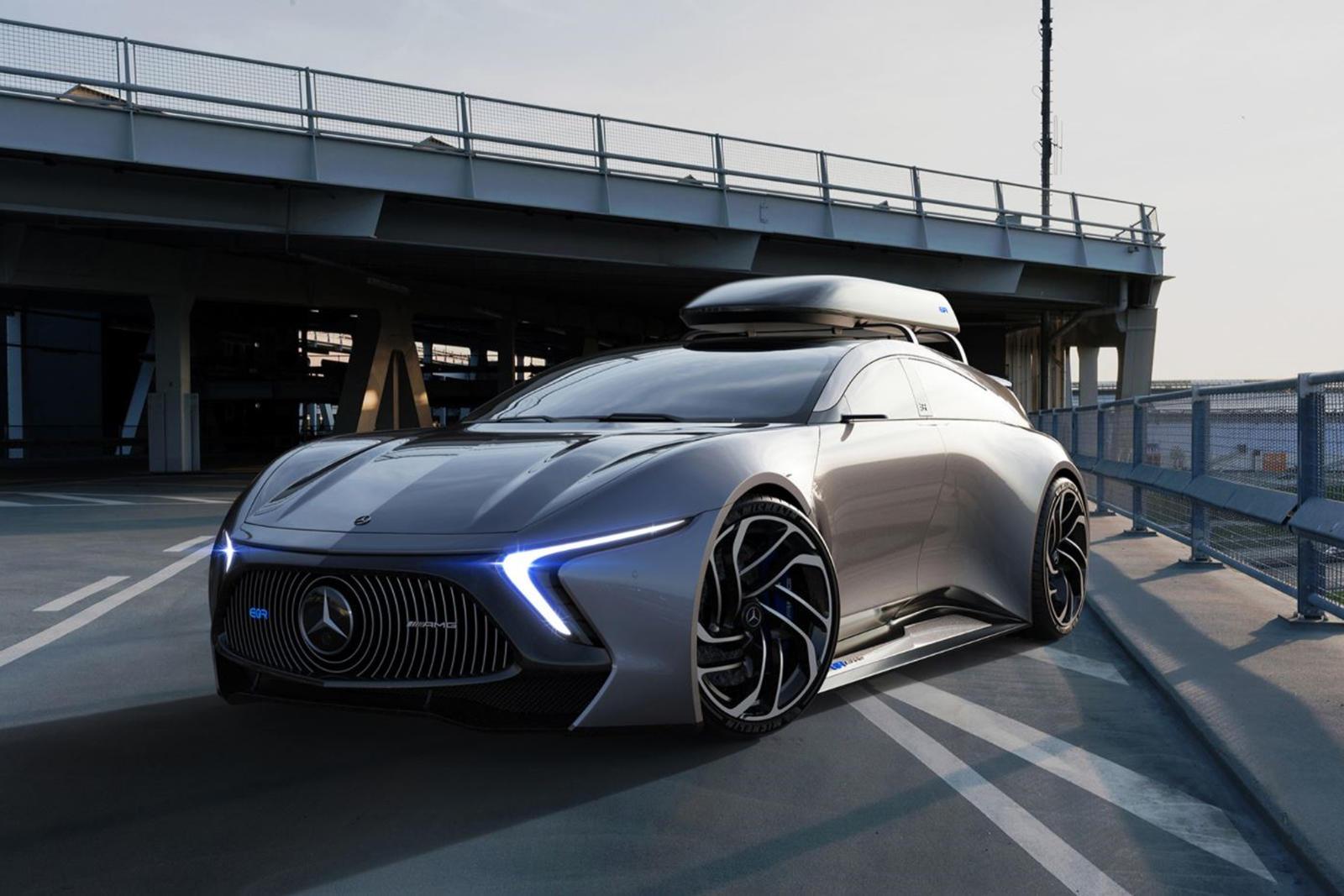 В передней части автомобиля имеется вогнутая решетка с мелкой сеткой, обрамленная тонкими светодиодными фарами, а капот перетекает в расширяющиеся колесные арки.