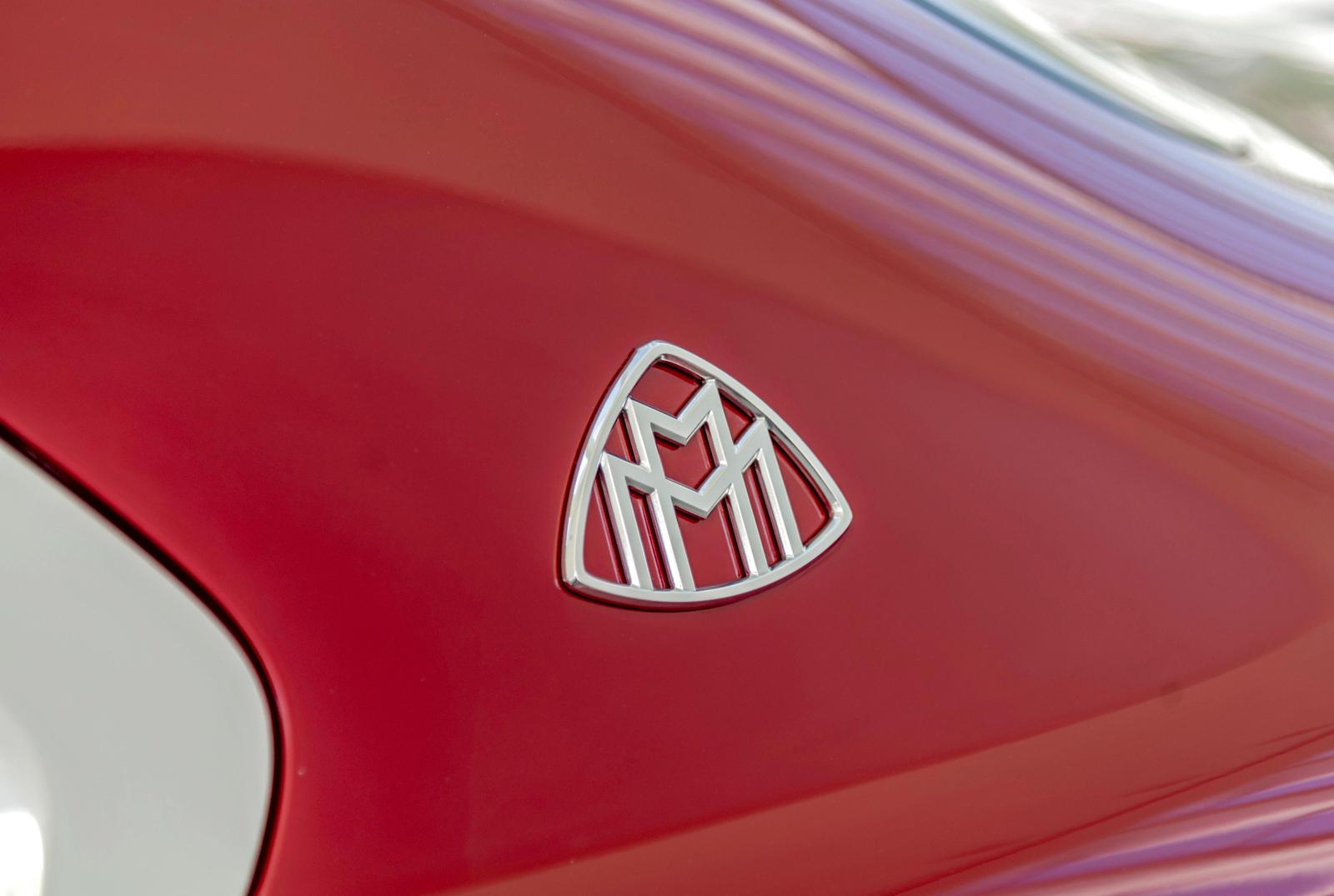 Тизер мало что раскрывает, но он показывает, что Maybach S-Class будет доступен с двухцветной окраской, как и большинство продуктов марки Maybach. Он также получит эмблему Maybach на задней стойке, что является еще одной отличительной чертой Maybach.