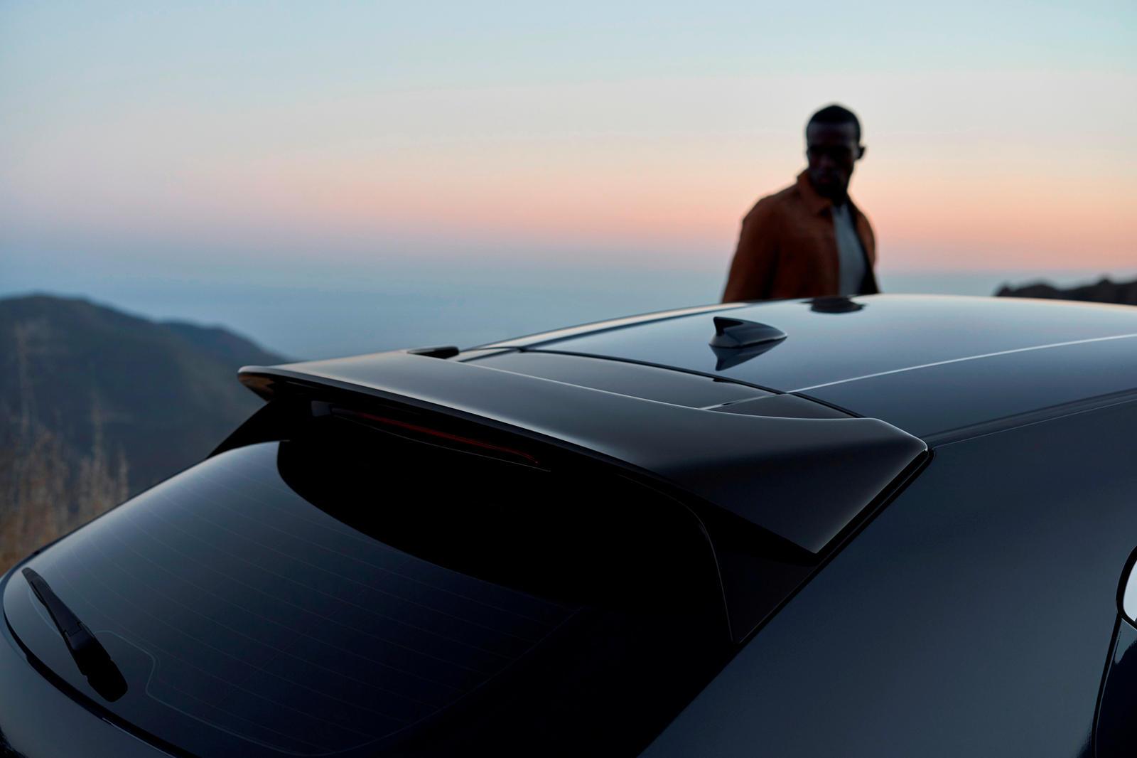 Еще в 90-х Mazda создавала безумные спортивные автомобили, в том числе легендарный RX-7 с роторным двигателем. Но в последние годы бренд резко сократил линейку спортивных автомобилей, и в наши дни MX-5 является его единственным настоящим спортивным п