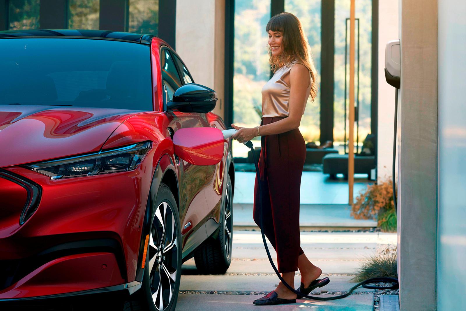 В отличие от любого другого Ford с логотипом Mustang, дальность внедорожника Mustang Mach-E стала горячей темой с момента анонса автомобиля. В конце концов, это территория для полностью электрического автомобиля. В минувшие выходные клиент Mach-E под