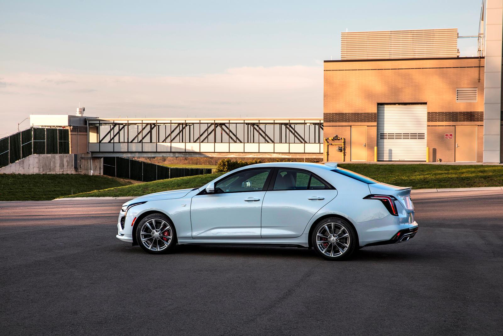 Очевидно, что General Motors уже предпринял шаги для исправления своей ошибки, и 1155 единиц CT4, которые имели неправильный значок при выезде с завода в Лансинг-Гранд-Ривер, будут правильно зарегистрированы у дилеров в соответствии с сервисным бюлле
