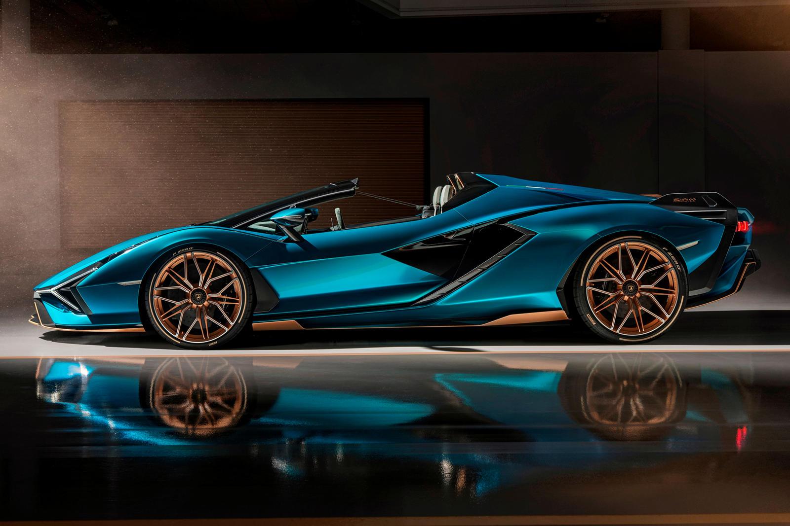 Все более свежие модели Lamborghini V12 имеют как минимум десятилетний срок службы, поэтому можно с уверенностью предположить, что бренд продолжит предлагать его как минимум до 2030 или 2031 года.