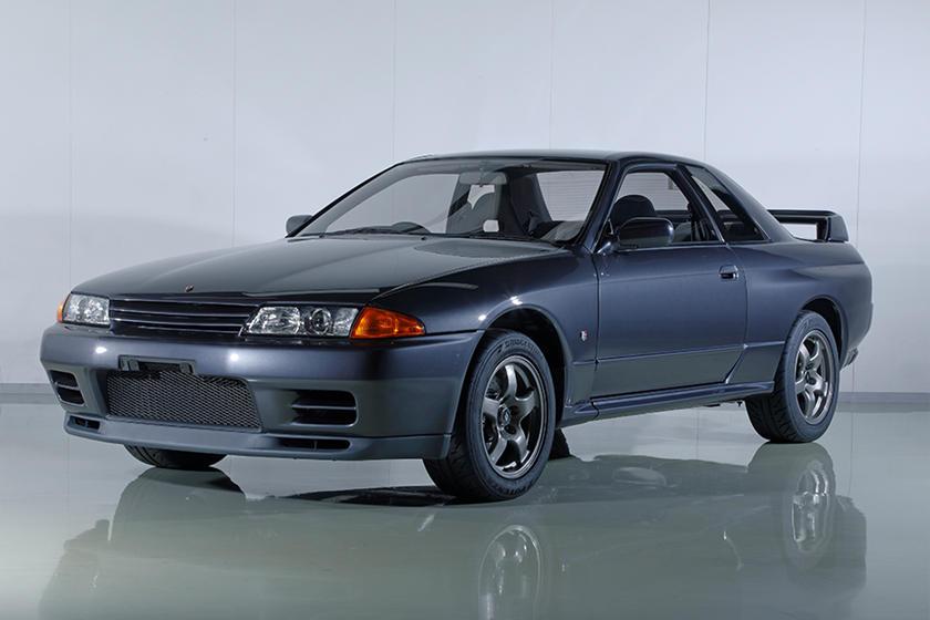 В мире высокопроизводительных японских спортивных автомобилей немногие автомобили пользуются таким же уважением, как семейство Nissan Skyline, особенно мощная версия GT-R. R32, R33 и R34 Skyline GT-R стали современной классикой и продаются за астроно
