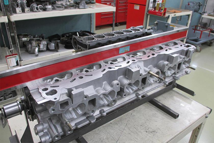 Nismo определяет процесс восстановления как «визуализацию производительности как результатов восстановления» и делит свою работу на четыре категории, а именно: кузов, двигатель, интерьер и контроль. Начиная с кузова, Nismo выполняет измерения жесткос