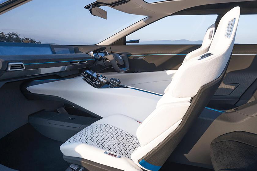 Во время его обнародования ходили слухи, что Mitsubishi оценивал реакцию общественности на идею превратить свой любимый и снятый с производства спортивный седан Evolution, основанный на раллийном Lancer, в полностью электрический внедорожник. Реакция