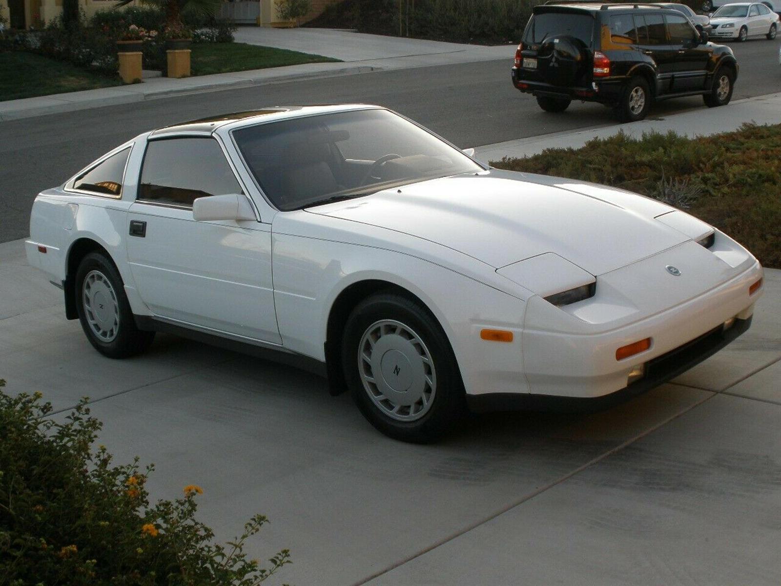 Z31 300ZX был разработан Казумасу Такаги и производился с 1983 по 1989 год. Под капотом этого зверя вы найдете атмосферный двигатель V6 VG30E, который выдает жалкие 160 лошадиных сил. Хорошая новость заключается в том, что продаваемый автомобиль пост