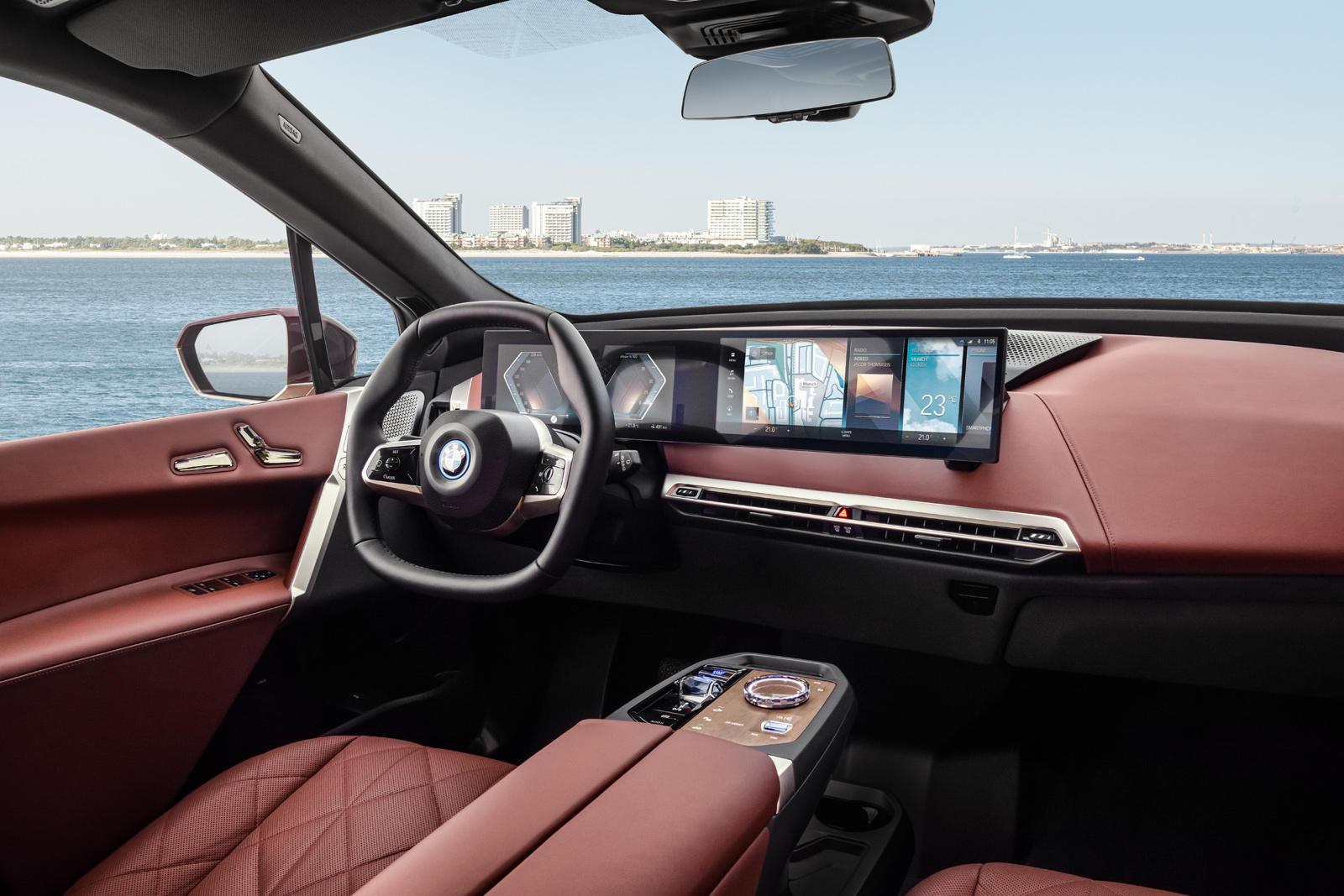 В конце прошлого года BMW вызвал критику за свои причудливые сообщения в социальных сетях, с фразами вроде «Окей, бумер». Компания пыталась отразить жалобы на то, что новый 2022 BMW iX не является «настоящим BMW», и утверждала, что ненавистники не го