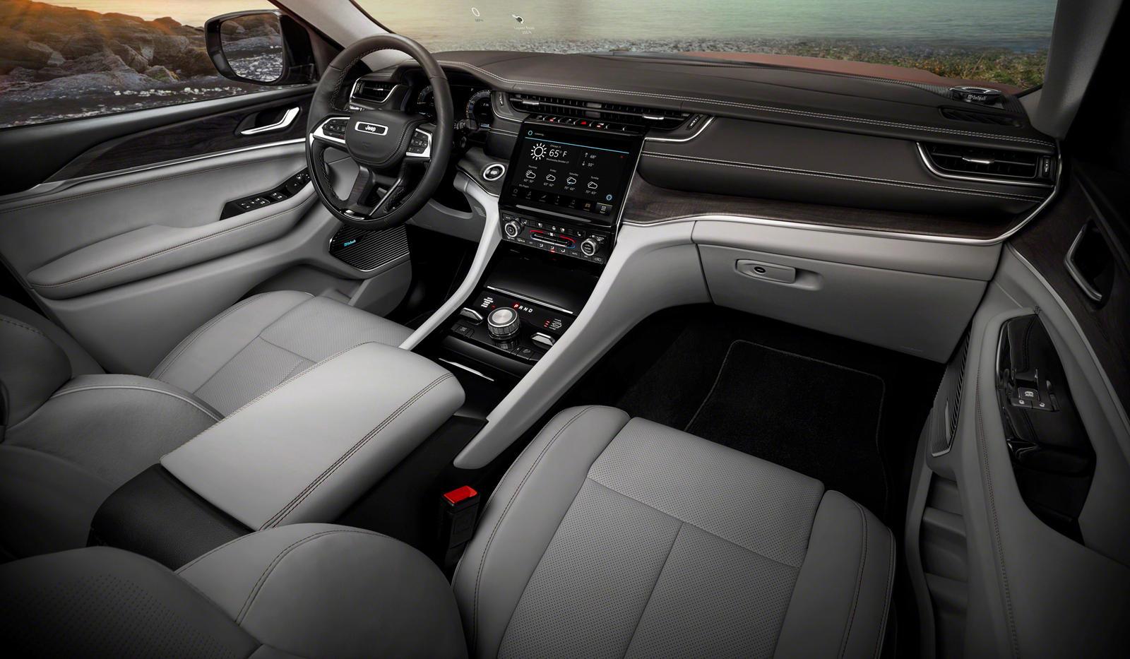 По слухам, нынешнее поколение Grand Cherokee WK2 будет заменено новым поколением WL в 2021 модельном году, но в новом отчете Automotive News утверждается иное. Automotive News утверждают, что двухрядный Grand Cherokee появится не раньше третьего квар